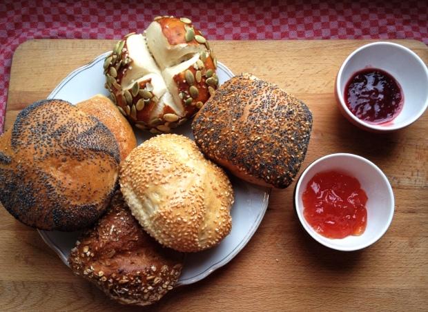 Frische Brötchen aus der Bäckerei Wiedenroth in Ottensen und Marmelade